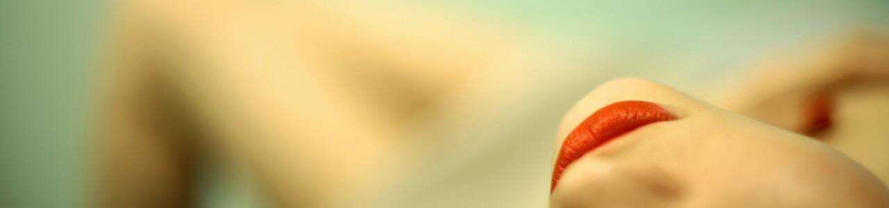 red_lipstick-wallpaper-1440x900